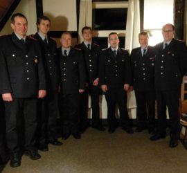 Die beförderten Kameraden zwischen unserem Ortsbrandmeister sowie altem und neuem stellvertretenden Ortsbrandmeister